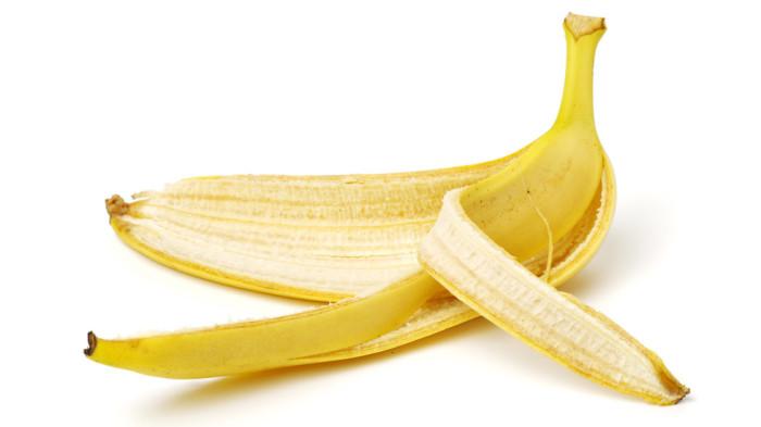 Банан — эффективный помощник для достижения белоснежной улыбки. /Фото: nstatic.nova.bg