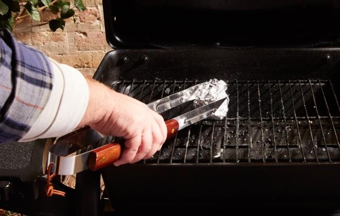 Два простых ингредиента отлично заменят дорогостоящее моющее средство. /Фото: reynoldskitchens.com