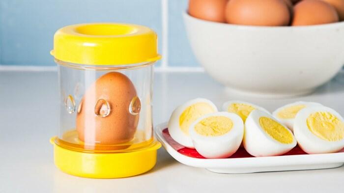 Небольшой гаджет, который совсем не облегчает жизнь на кухне. /Фото: i.ytimg.com