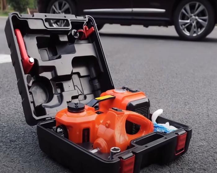 Каждый водитель должен задуматься о приобретении такого ящика. /Фото: youtube.com