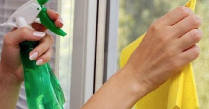 Можно сделать стекло чище даже не прибегая к помощи магазинных средств. /Фото: files.imishincdn.com