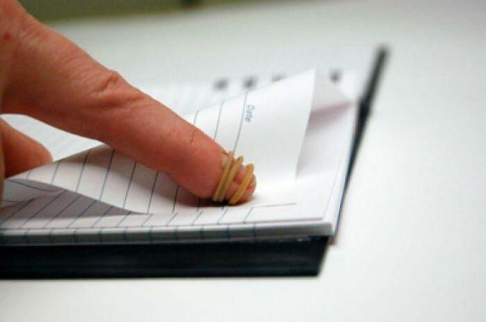 С канцелярской резинкой будет гораздо проще работать с тетрадью и карандашом. /Фото: kaksekonomit.com