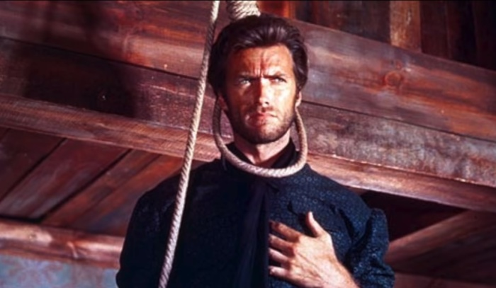 Актера страхует вторая, невидимая для зрителя веревка.