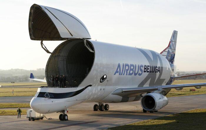 Из-за «надутого» фюзеляжа самолет внешне похож на кита белуху, потому и назван Beluga. /Фото: assets.bwbx.io
