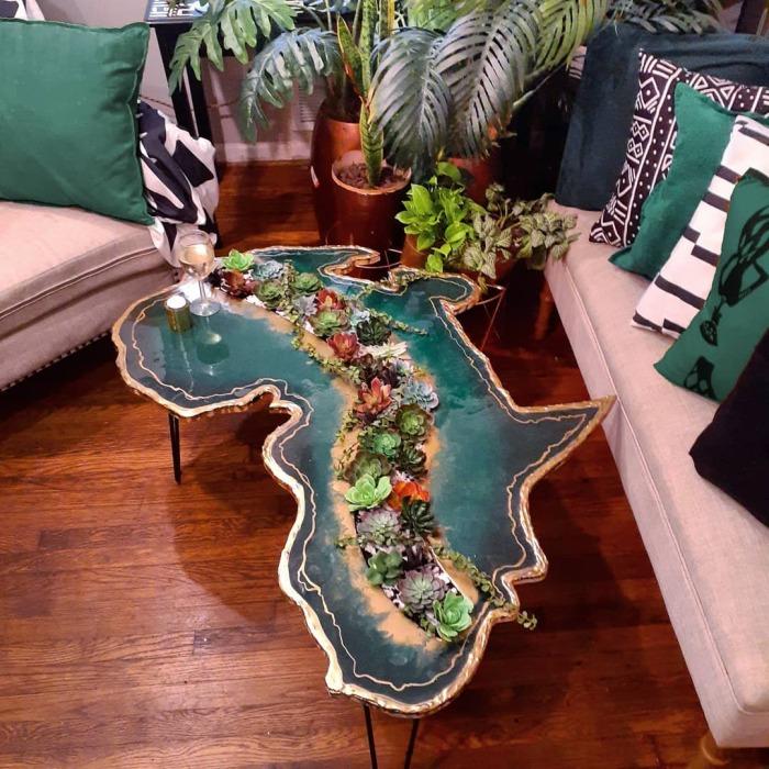 Немного фантазии, и стол с суккулентами превращается в остров. /Фото: instagram.com