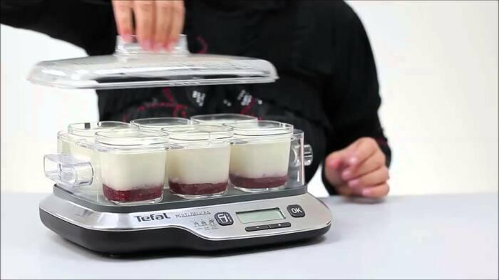 Есть масса способов приготовить йогурт вручную, без дорогостоящей техники. /Фото: i.ytimg.com