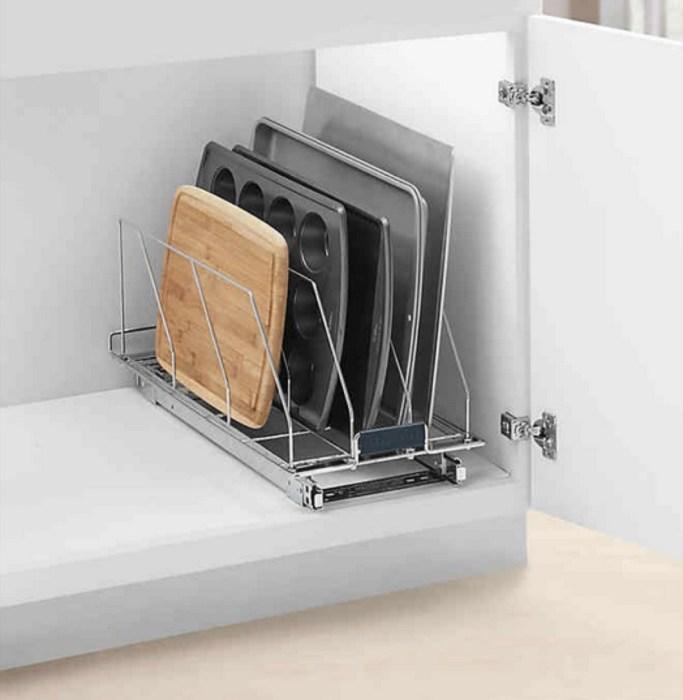 Разделочные доски, крышки и противни могут храниться с повышенным комфортом. /Фото: i2.wp.com