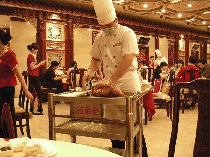 Попробовать настоящую утку по-пекински можно не во всех ресторанах. /Фото: upload.wikimedia.org