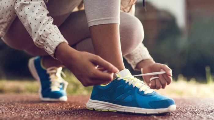 Скотч помогает поддерживать обувь в боевом состоянии. /Фото: c.files.bbci.co.uk