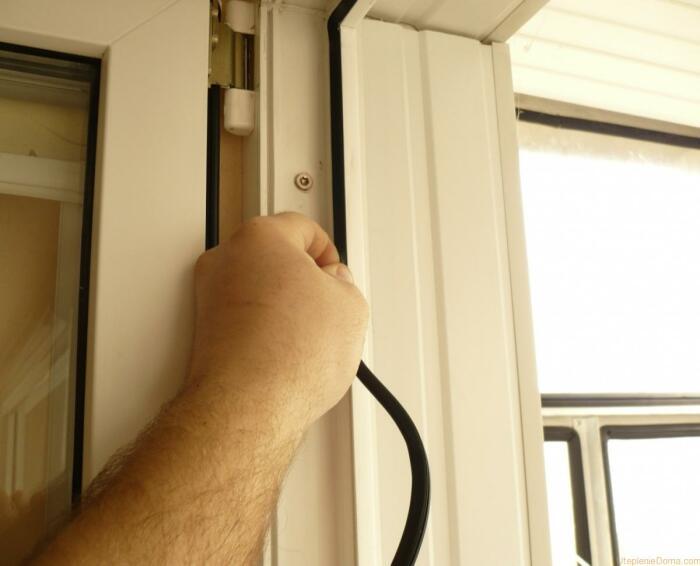 Качественный уплотнитель для окон — один из важнейших аспектов теплых пластиковых окон. /Фото: utepleniedoma.com