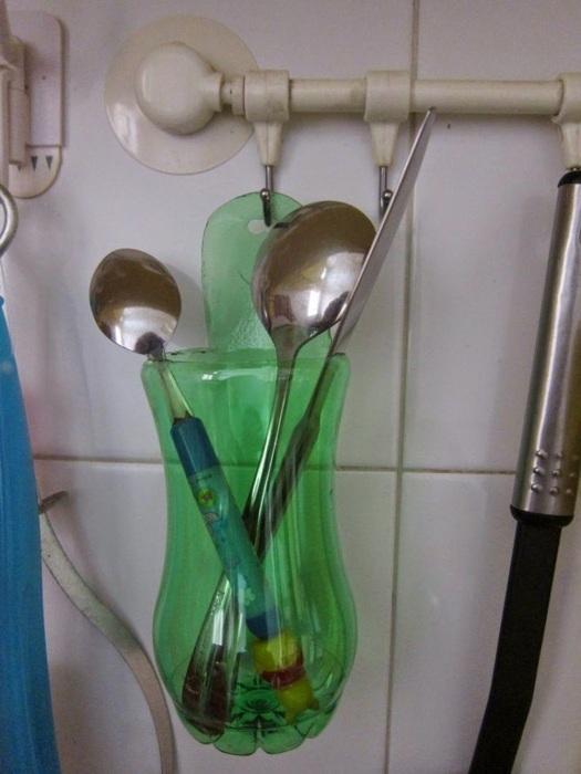 В такой подставке удобно хранить столовые приборы или зубные щетки. /Фото: postroika.biz