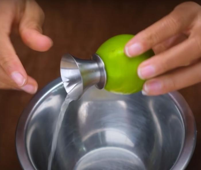 Насадка для получения сока из фруктов. /Фото: youtube.com