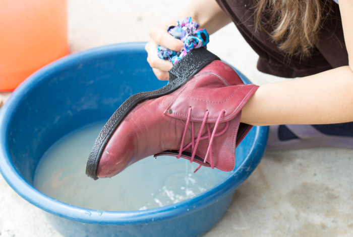 Даже обувь иногда принимает ванну, чтобы быть чистой. /Фото: monateka.com