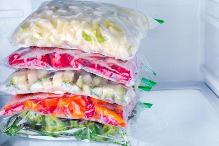 Порядок важен и в морозильной камере. /Фото: cosmo.kz