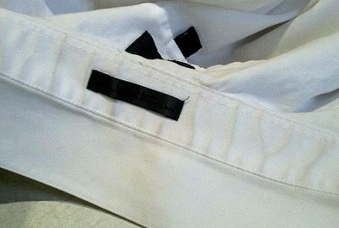 Плохо отстирывающийся затертый след на воротнике может легко испортить хорошую рубашку. /Фото: i.pinimg.com