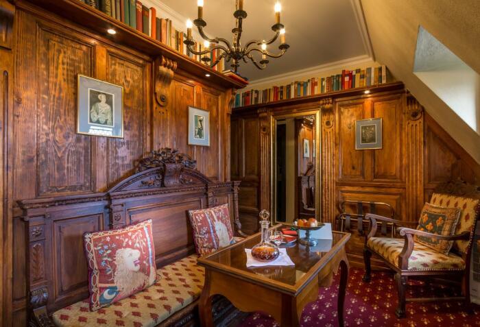 Интерьер выдержан в стиле прошлых веков. /Фото: hotel-schoenburg.com