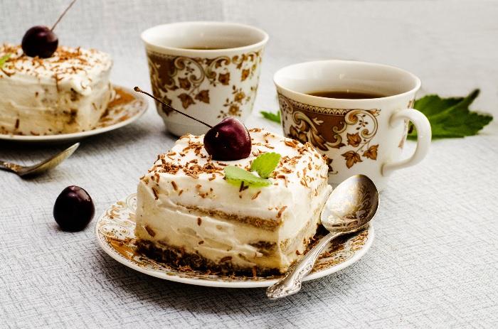 Сладкие десерты – кратковременный «допинг», оседающий на боках. /Фото: pjponline.com