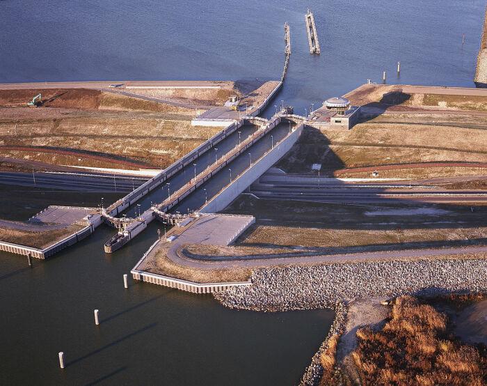 Навидукт сочетает свойства акведука и шлюзов. /Фото: upload.wikimedia.org