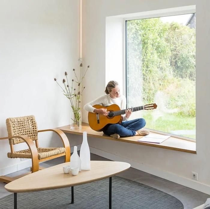Подоконник – отличное место для занятий творчеством. /Фото: cdn.trendir.com