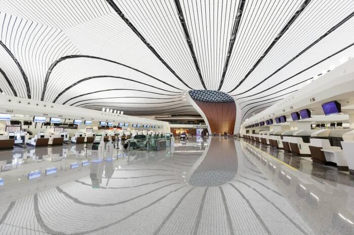 Терминал аэропорта поражает элегантным современным дизайном. /Фото: media.cntraveler.com