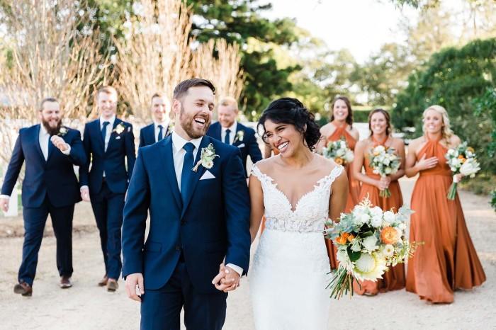 Не шумите на австралийской свадьбе. /Фото: rundletailoring.com.au