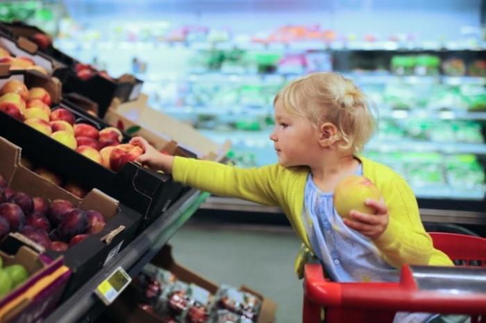К выбору продуктов нужно подходить с особой тщательностью. /Фото: roscontrol.com