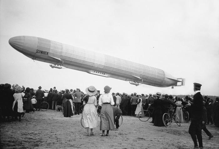 Флот первой авиакомпании в мире составляли дирижабли. /Фото: bose-prints.com
