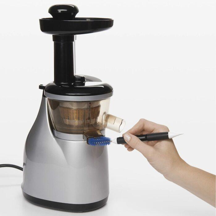 Щетка-петля из комплекта хорошо очищает пазы и выемки. /Фото: images-na.ssl-images-amazon.com