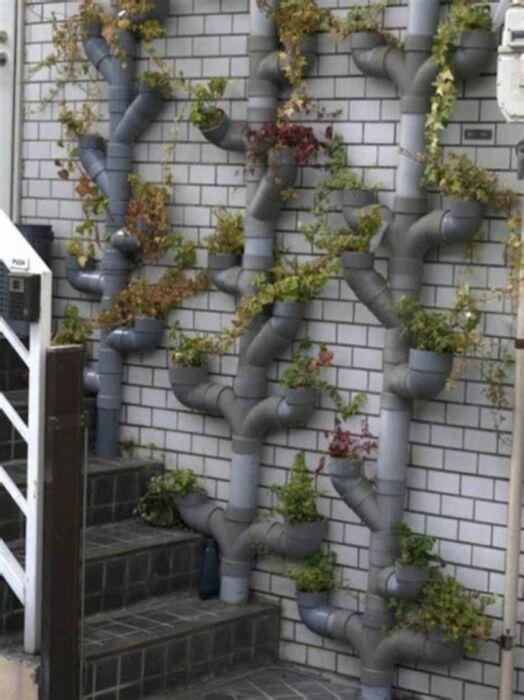Подставка для цветов, которая украсит сад и дом, сделав их более живыми и интересными. /Фото: i.pinimg.com