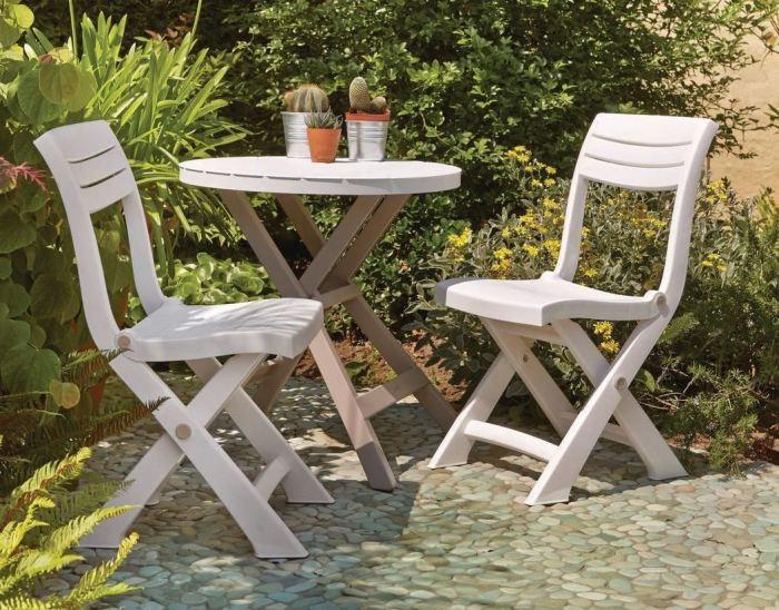 Простая методика по отбеливанию пластиковой садовой мебели. /Фото: mebel-mall.by