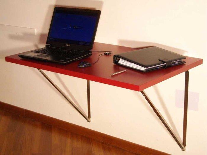 Откидной столик хорошо подойдет для работы на дому. /Фото: loccie.com