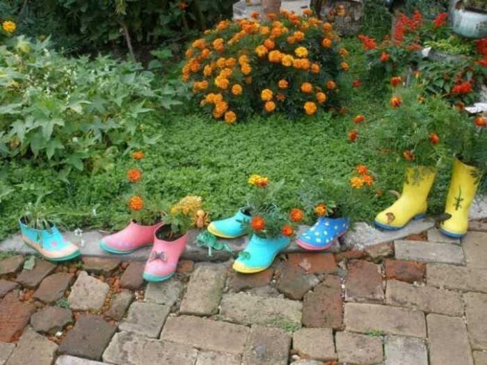 Обувь можно расставить где угодно. /Фото: landshaftdesign.org