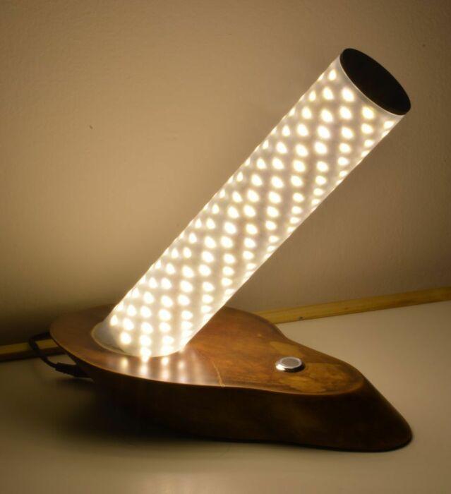 Светильник своими руками можно создать практически из чего угодно. /Фото: 4.404content.com
