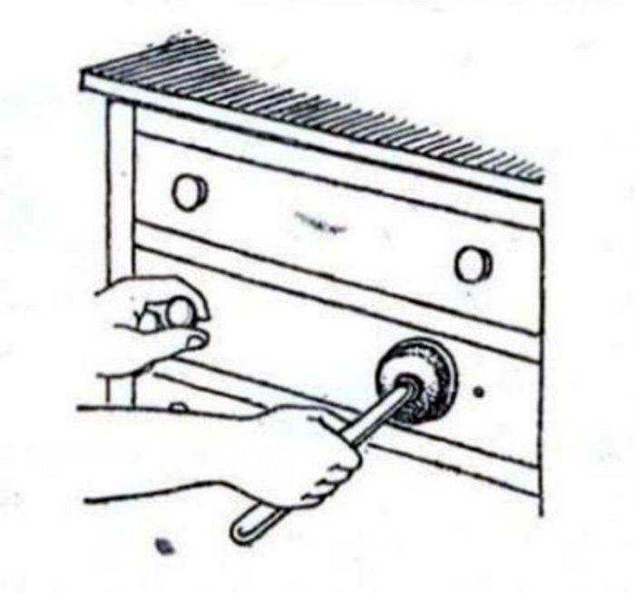 Вантуз в доме — очень полезная палочка-выручалочка. /Фото: porosenka.net