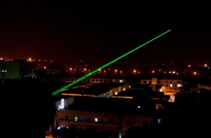 Лазерная указка, которая на несколько минут может ослепить пилота самолета. /Фото: apithano.gr