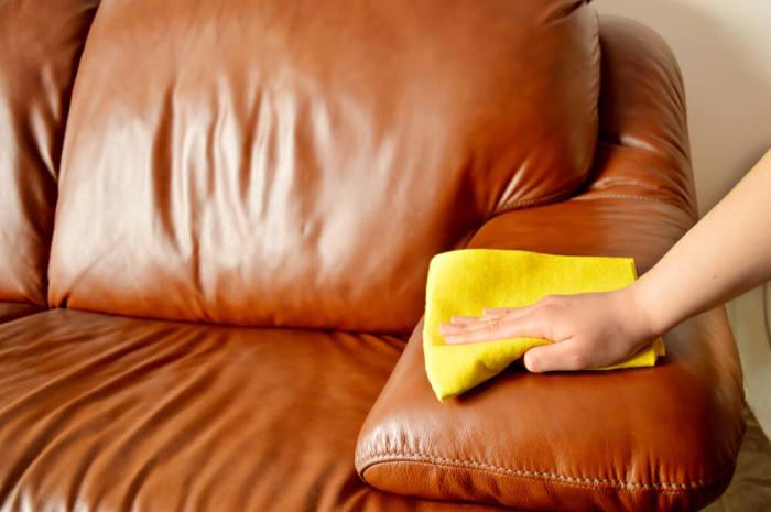 Спасение кожаной мебели возможно благодаря одному секретному ингредиенту. /Фото: netstorage-nur.akamaized.net