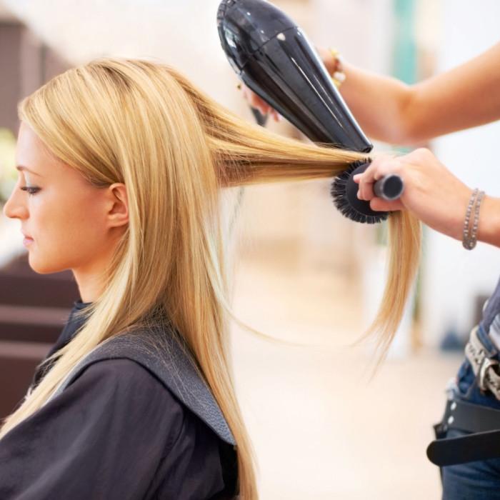 Меньше укладок — больше здоровых волос. /Фото: images.ua.prom.st