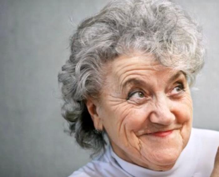 Короткая прическа и химическая завивка — табу для женщин 50+.