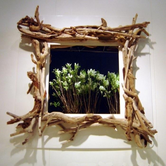 Картина в деревянной рамке смотрится необычно. /Фото: i.pinimg.com