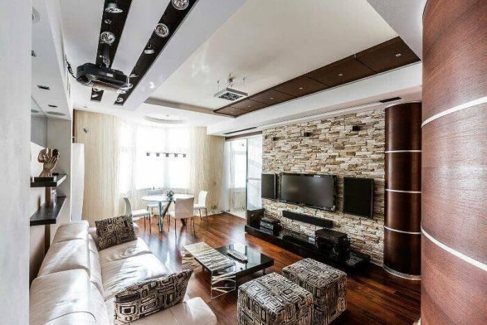 Расцветка мебели в тон каменной стене придает интерьеру завершенности. /Фото: diyhometalk.com