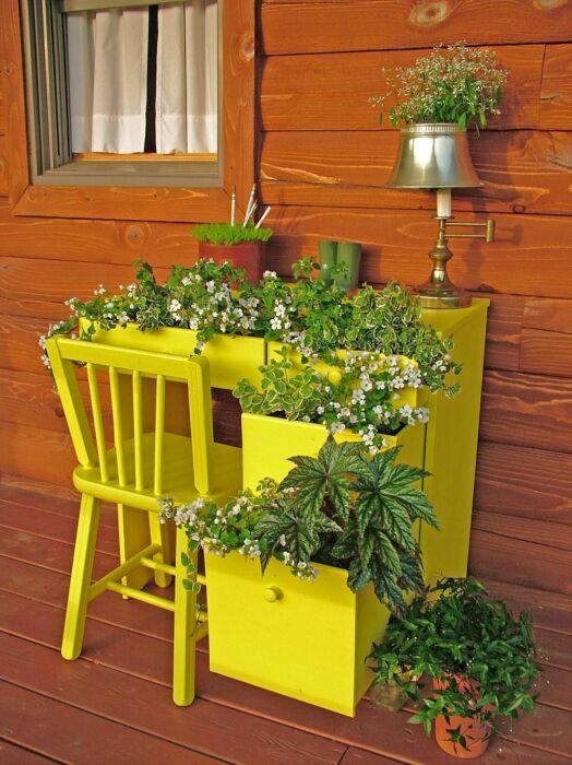 Необычная и яркая идея, которая станет островком красоты в любом саду. /Фото: zinoti.lt