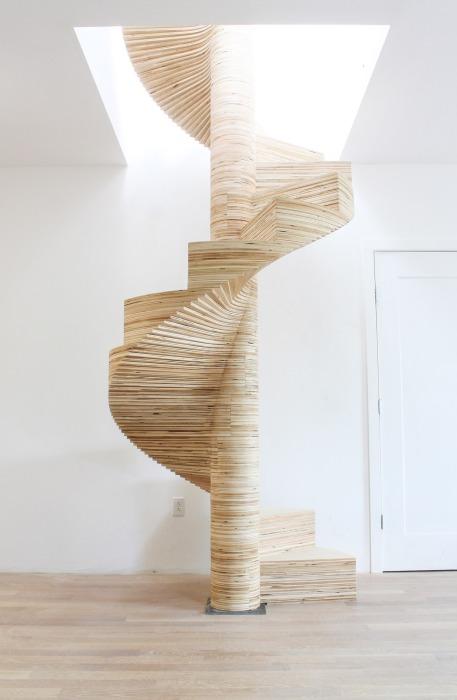 Впечатляющая винтовая лестница, которая станет украшением любой комнаты. /Фото: i0.wp.com