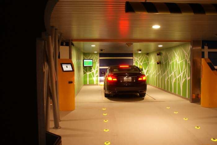 Автомобиль заезжает в бокс и на этом парковка для водителя закончена. /Фото: roboticparking.com