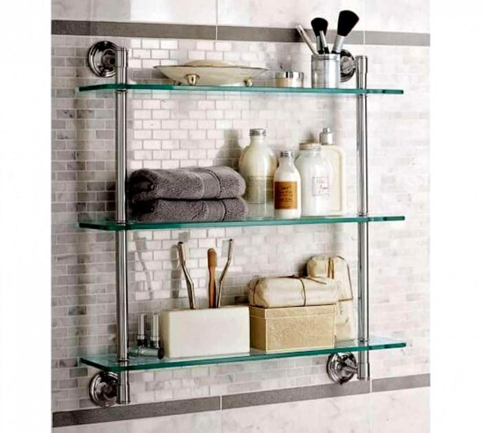 Прозрачные полки не загромождают пространство, делая его более легким и уютным. /Фото: ledukebistrotmoderne.com