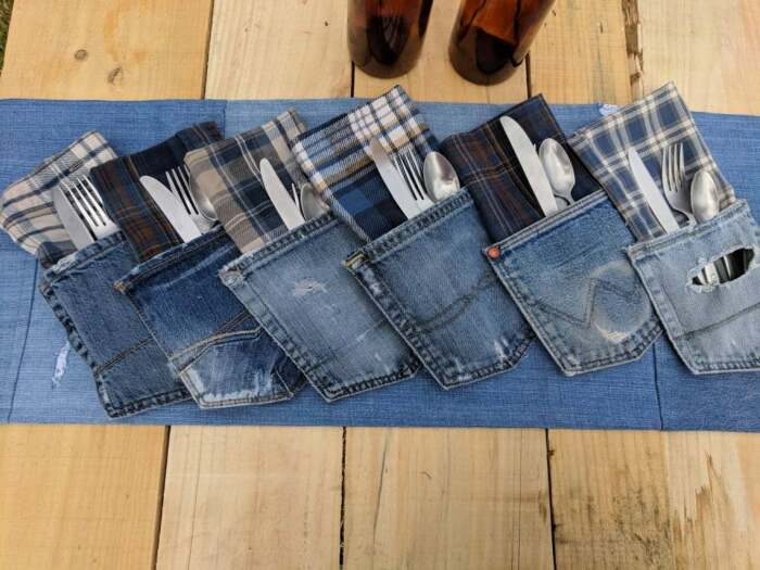 Куверты из старой джинсы отлично выписываются в стиль лофт. /Фото: i.etsystatic.com