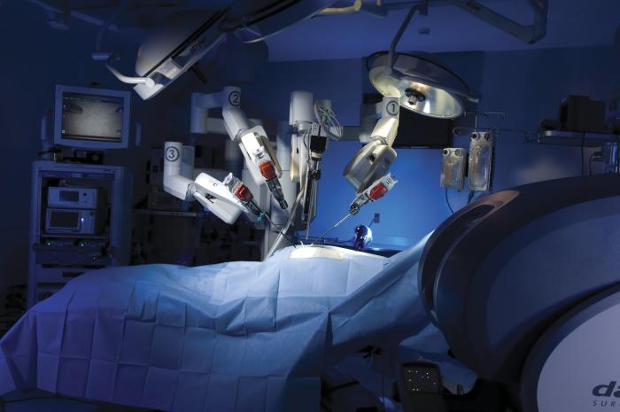 Хирурги-роботы: скоро они потеснят людей. /Фото: zdnet1.cbsistatic.com
