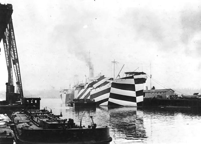 USS West Mahomet в «ослепляющем» камуфляже, США, 1918 г. /Фото: assets.rebelmouse.io