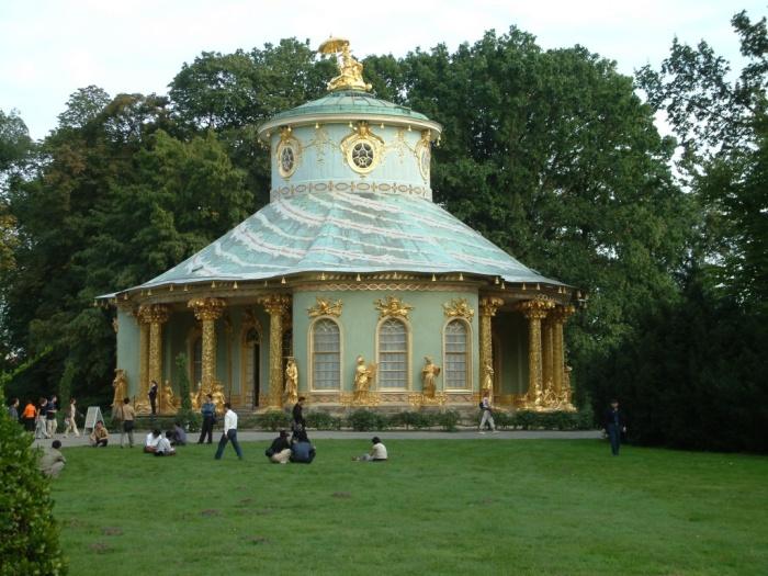 Китайский домик в парке Сан-Суси в Потсдаме – стиль фридерицианское рококо. /Фото: upload.wikimedia.org