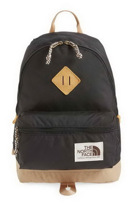 Нашивка с прорезями — незаменимый элемент рюкзаков для альпинистов. /Фото: cdn.highrated.net