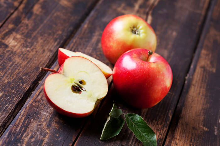 Всего одно яблоко также способно на чудесные преображения. /Фото: hi.verynicefoods.com